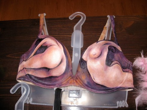 2009-bras-for-a-cause-2